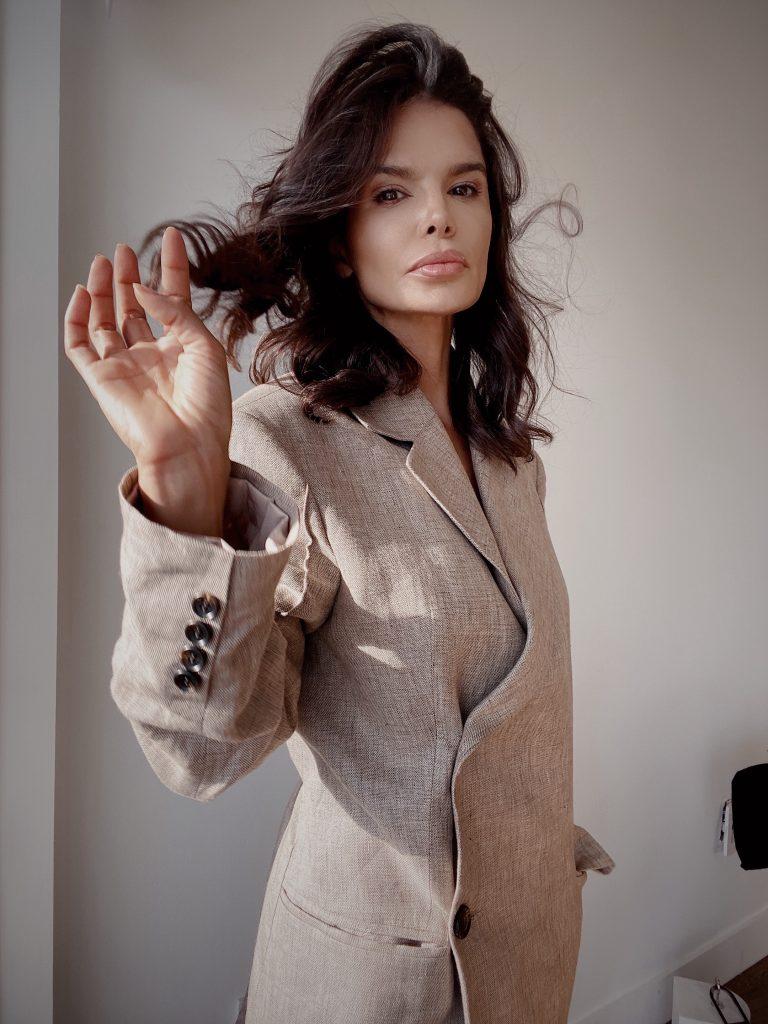 Fashion Influencer Victoria Barbara's Signature Curls
